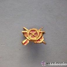 Militaria: REPUBLICA - GUERRA CIVIL : MINUSCULO EMBLEMA DE GORRA O CUELLOS DE INFANTERIA. Lote 153484814