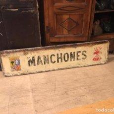 Militaria: ANTIGUA GRAN PLACA CARTEL DE FALANGE DEL PUEBLO DE MANCHONES, ARAGON, ORIGINAL, 170 CM LARGO.. Lote 155426238