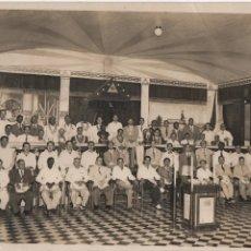Militaria: FOTO DE MASONES REUNIDOS POSIBLEMENTE EN CUBA- CON ATUENDOS MASONICOS,.MIDE: 25 X 20 C.M. VER FOTOS. Lote 156814266