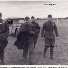Militaria: LLEGADA AERODROMO OFICIALES PILOTOS LEGION CONDOR 1938 GUERRA CIVIL. Lote 160843034
