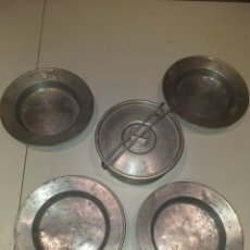 Militaria: LOTE 4 PLATOS Y FIAMBRERA ALUMINIO . IDEAL RECREACION GUERRA CIVIL. Lote 175301289