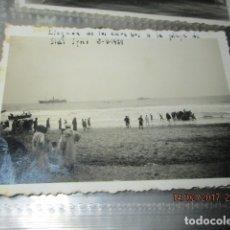 Militaria: FOTO INEDITA LLEGADA COMBATIENTES BARCOS CARABOS A PLAYA IFNI GUERRA CIVIL 2 V 1939. Lote 153623418
