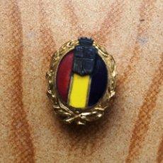 Militaria: MAGNIFICA INSIGNIA DE SOLAPA, REPUBLICA ESPAÑOLA, OBSEQUIO VERMUT MARTINI ROSSI. Lote 182974797