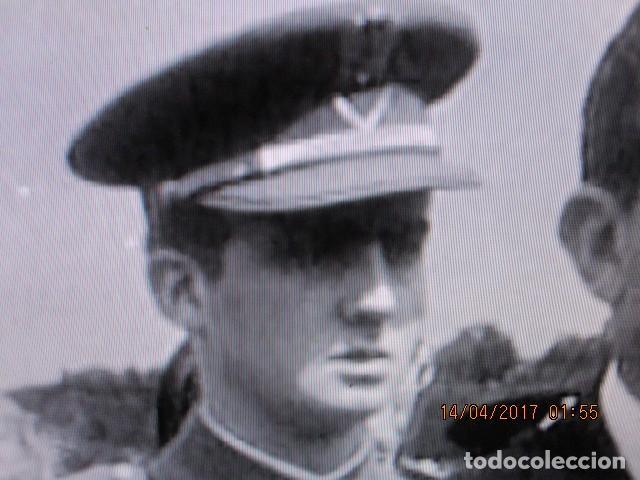 Militaria: FOTO ORIGINAL EN MELILLA rey JUAN CARLOS i DE JOVEN PRISMATICOS Y UNIFORME DE MARINA - Foto 3 - 118599163