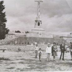 Militaria: BADAJOZ ALCAZABA. CRUZ DE LOS CAÍDOS. AÑOS 60. Lote 195187341