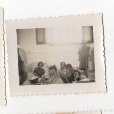 Militaria: CHICAS EN HOSPITAL ? DURANTE LA GUERRA CIVIL, MALAGA CREO, FOTOGRAFIA ANTIGUA. Lote 198764136