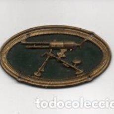 Militaria: INSIGNIA MILITAR- - AMETRALLADORA- MIDE: 5 X 3 C.M. .VER FOTOS. Lote 203104981