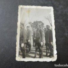 Militaria: VALLADOLID GUERRA CIVIL SOLDADOS FORMADOS FOTOGRAFIA 4,5 X 6,5 CMTS. Lote 204065625