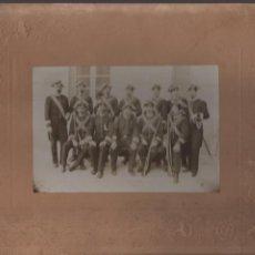 Militaria: FOTO ANTIGUA DE MILITARES DE GALA- MIDE: 26 X 21,50 C.M. EXTERIOR Y 15 X 10 C.M. LA FOTO. Lote 210501876