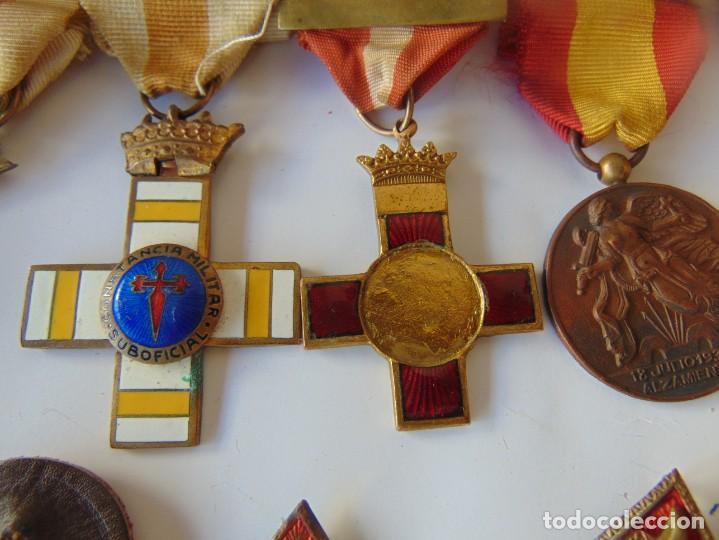Militaria: LOTE DE PIEZAS GUERRA CIVIL Y POSGUERRA MEDALLAS PEPITOS ROMBOS CORREAJES CEÑIDOR BANDA CORDONES - Foto 11 - 218510413