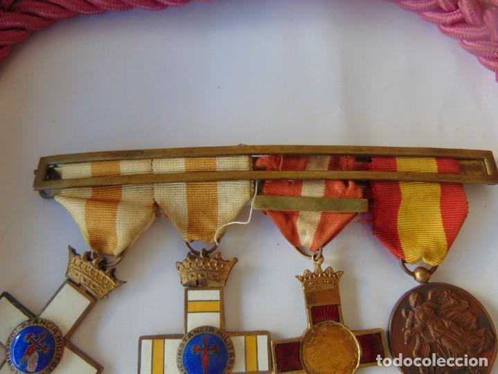 Militaria: LOTE DE PIEZAS GUERRA CIVIL Y POSGUERRA MEDALLAS PEPITOS ROMBOS CORREAJES CEÑIDOR BANDA CORDONES - Foto 12 - 218510413