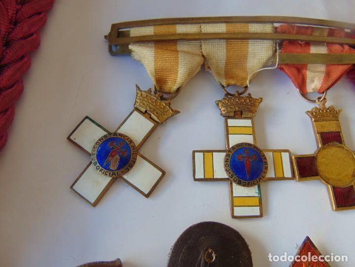 Militaria: LOTE DE PIEZAS GUERRA CIVIL Y POSGUERRA MEDALLAS PEPITOS ROMBOS CORREAJES CEÑIDOR BANDA CORDONES - Foto 13 - 218510413