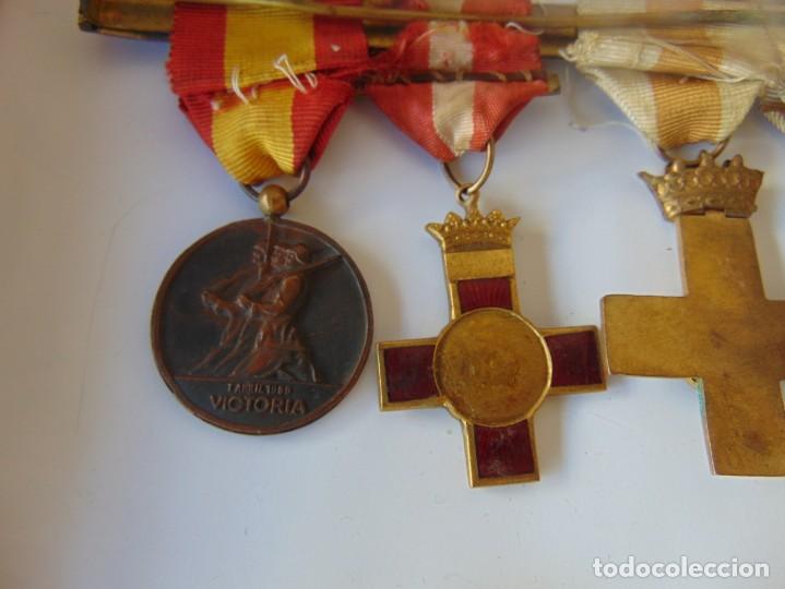 Militaria: LOTE DE PIEZAS GUERRA CIVIL Y POSGUERRA MEDALLAS PEPITOS ROMBOS CORREAJES CEÑIDOR BANDA CORDONES - Foto 15 - 218510413
