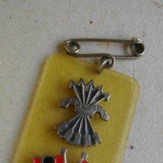 Militaria: MEDALLA DE FALANGE ESPAÑOLA ORIGINAL ( METAL Y BAQUELITA O SIMILAR) 5 X 3 CTMS. Lote 222978803