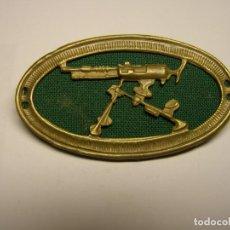 Militaria: GUERRA CIVIL ESPAÑOLA. INSIGNIA DE PECHO DE AMETRALLADORA. VERDE.. Lote 202526652