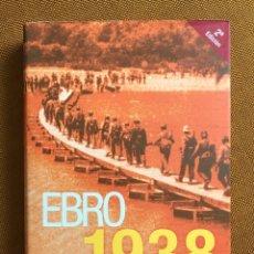 Militaria: LOTE: LIBRO + CD. EBRO 1938. CAMPO DE BATALLA. VARIOS AUTORES. GUERRA CIVIL ESPAÑOLA. ESPAÑA. Lote 230622950