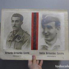 Militaria: ANTIGUO CARTEL DE 2 MARTIRES DE FALANGE DE BRIGADAS NAVARRAS DE GUERRA CIVIL, FOTOGRAFIA, ORIGINAL. Lote 233932850