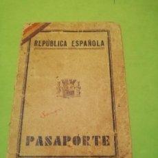 Militaria: PASAPORTE REPÚBLICA ESPAÑOLA 1934 MUCHOS SELLOS. Lote 245254275