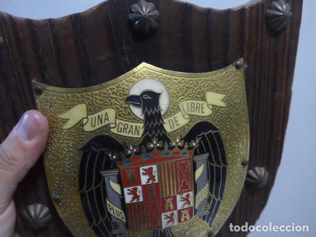 Militaria: Antiguo escudo de españa franquista, tipo metopa, original de epoca de Franco. - Foto 3 - 289745208