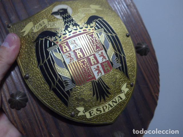 Militaria: Antiguo escudo de españa franquista, tipo metopa, original de epoca de Franco. - Foto 4 - 289745208