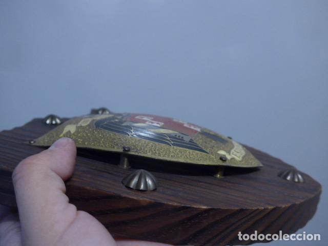 Militaria: Antiguo escudo de españa franquista, tipo metopa, original de epoca de Franco. - Foto 5 - 289745208