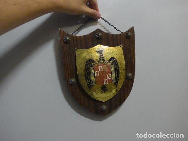 ANTIGUO ESCUDO DE ESPAÑA FRANQUISTA, TIPO METOPA, ORIGINAL DE EPOCA DE FRANCO. (Militar - Guerra Civil Española)