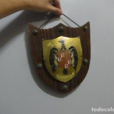 Militaria: ANTIGUO ESCUDO DE ESPAÑA FRANQUISTA, TIPO METOPA, ORIGINAL DE EPOCA DE FRANCO.. Lote 289745208