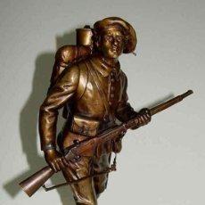 Militaria: ANTIGUA ESCULTURA EN BRONCE DE SOLDADO FRANCES DE LA I GUERRA MUNDIAL - FIRMADA POR E. CARLIER - EXC. Lote 26563405