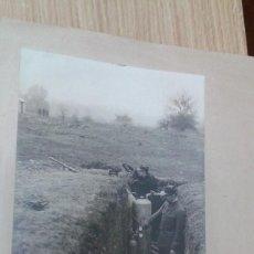Militaria: LOTE DE 2 FOTOGRAFIAS ORIGINALES DE LA PRIMERA GUERRA MUNDIAL 1914 ,1918, TIRANDO GASES. Lote 82520764