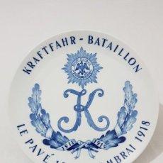 Militaria: PLATO DE PORCELANA CONMEMORATIVO MEISSEN DE LA PRIMERA GUERRA MUNDIAL KRAFTFAHR BATAILLON. Lote 110394655