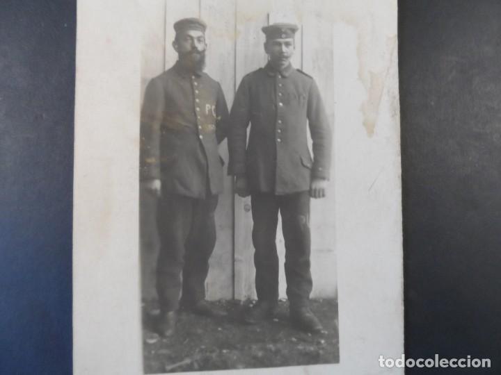 SOLDADOS IMPERIALES CON MARCA EN EL UNIFORME P C . II REICH. AÑOS 1914-18 (Militar - I Guerra Mundial)