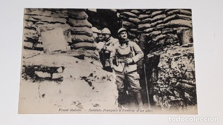 ANTIGUA POSTAL WWI - I GUERRA MUNDIAL - FRENTE ITALIANO SOLDADOS FRANCESES EN UN REFUGIO (Militar - I Guerra Mundial)