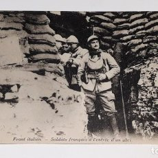 Militaria: ANTIGUA POSTAL WWI - I GUERRA MUNDIAL - FRENTE ITALIANO SOLDADOS FRANCESES EN UN REFUGIO. Lote 184073177