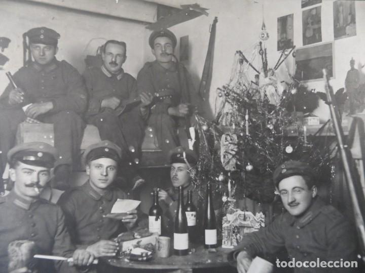 SOLDADOS IMPERIALES CELEBRANDO LA NAVIDAD EN SU BUNKER CON VINO. II REICH. AÑOS 1914-18 (Militar - I Guerra Mundial)