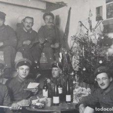 Militaria: SOLDADOS IMPERIALES CELEBRANDO LA NAVIDAD EN SU BUNKER CON VINO. II REICH. AÑOS 1914-18. Lote 184123693