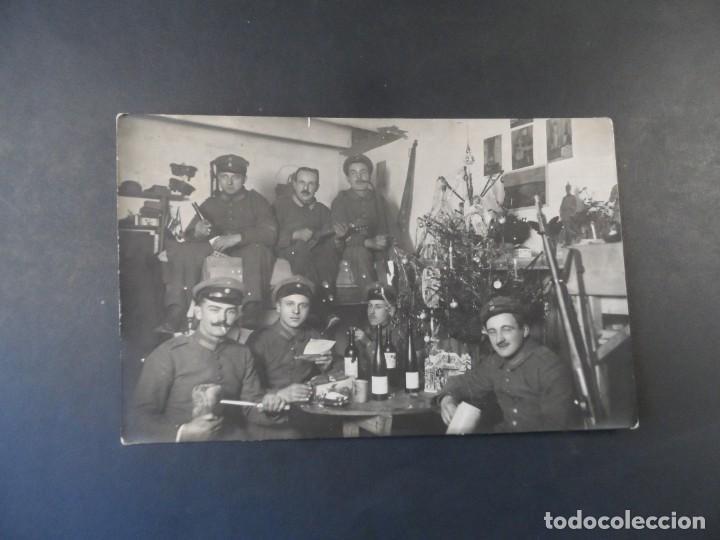Militaria: SOLDADOS IMPERIALES CELEBRANDO LA NAVIDAD EN SU BUNKER CON VINO. II REICH. AÑOS 1914-18 - Foto 2 - 184123693
