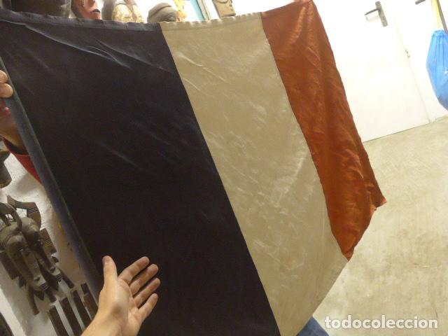 Militaria: Antigua bandera francesa con su palo y moharra de 1a guerra mundial, original, Francia, republica. - Foto 4 - 196387690