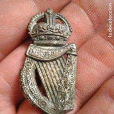 Militaria: INSIGNIA GORRA EJERCITO WWI CAP BADGE 18 LONDON IRISH REGIMENT REGIMIENTO IRLANDES. Lote 224923111