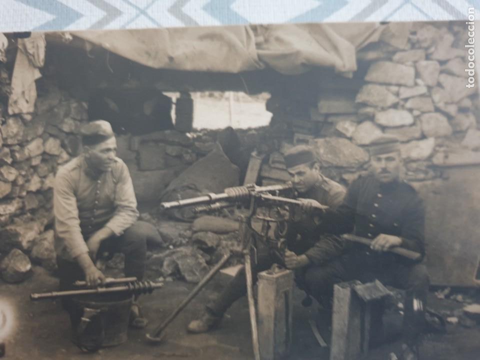 Militaria: CARTA POSTAL 1 GUERRA MUNDIAL ,SOLDADOS EN NIDO DE AMETRALLADORAS. - Foto 2 - 253701600