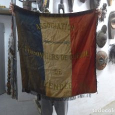 Militaria: ANTIGUA BANDERA DE PRISIONEROS DE GUERRA FRANCESES DE 1 GUERRA MUNDIAL DE VENDEE, FRANCIA, ORIGINAL. Lote 266569448