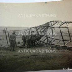 Militaria: FOTOGRAFÍA ORIGINAL. 1ª GUERRA MUNDIAL. OFICIALES ALEMANES Y AVIÓN (8 X 6 CM). Lote 295359318