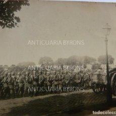 Militaria: FOTOGRAFÍA ORIGINAL. 1ª GUERRA MUNDIAL. DESFILE DE SOLDADOS ALEMANES (7,5 X 7 CM). Lote 295360688