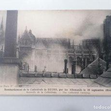 Militaria: POSTAL BOMBARDEO DE LA CATEDRAL DE REIMS POR LOS ALEMANES EL 19-SEPTIEMBRE-1914, INCENDIO CATEDRAL. Lote 295407643