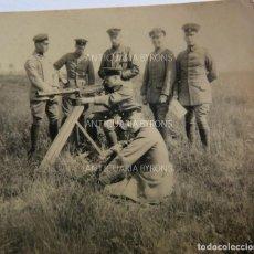 Militaria: FOTOGRAFÍA ORIGINAL. 1ª GUERRA MUNDIAL. SOLDADOS ALEMANES Y AMETRALLADORA (5,5 X 5,5 CM). Lote 295509723