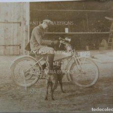 Militaria: FOTOGRAFÍA ORIGINAL. 1ª GUERRA MUNDIAL. SOLDADO ALEMÁN, PERRO Y MOTOCICLETA (6 X 5,5 CM). Lote 295513683