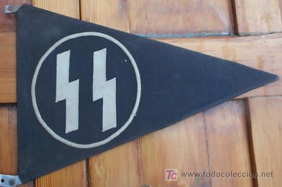 ESTANDARTE DE VEHÍCULO DE LAS SS. FORMA TRIANGULAR. BASE DE METAL LIGERO. APROX. 30 CM. ROCT06.5 (Militar - II Guerra Mundial)