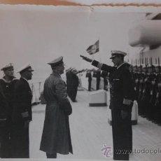 Militaria: LOTE DOS FOTOGRAFIAS ORIGINALES DE EPOCA. HITLER REUNIDO CON MIEMBROS DE LA KREIGSMARINE.. Lote 26799970