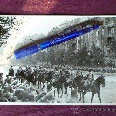 Militaria: FOTOGRAFIA ORIGINAL DE EPOCA DE UN DESFILE DE LA CABALLERIA DE LA WEHRMACHT EN BERLIN EN EL AÑO 1938. Lote 26437378