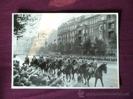 Militaria: FOTOGRAFIA ORIGINAL DE EPOCA DE UN DESFILE DE LA CABALLERIA DE LA WEHRMACHT EN BERLIN EN EL AÑO 1938 - Foto 2 - 26437378
