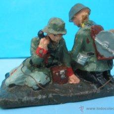 Militaria: MASSESOLDATEN DE ELASTOLIN. ALEMANIA. ANTIGUOS SOLDADITOS CON EQUIPO TELEFÓNICO.. Lote 54709249